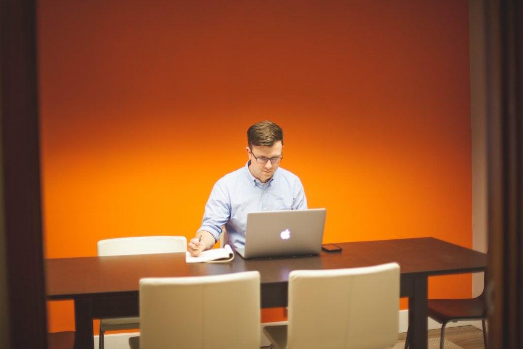 Mit eLearning haben Deine Mitarbeiter die Chance, sich selbst zu verbessern.