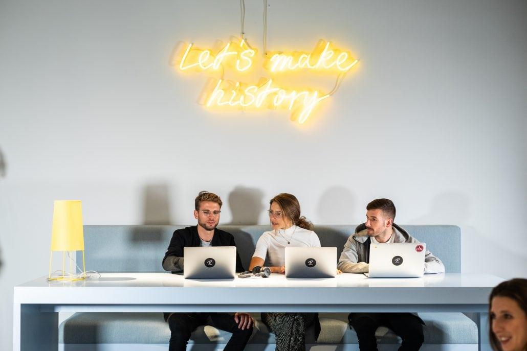 Das Bild zeigt eine Bürosituation beim HR-Softwarehersteller Personio